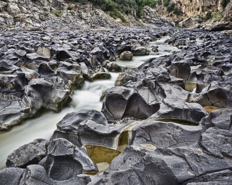 Rocky Bed - Image 0