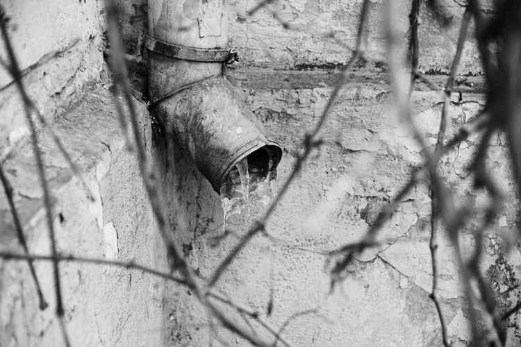 The frozen drainpipe -