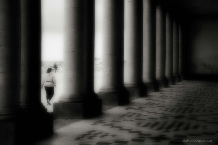 Ostende through the columns / Framed - Image 0
