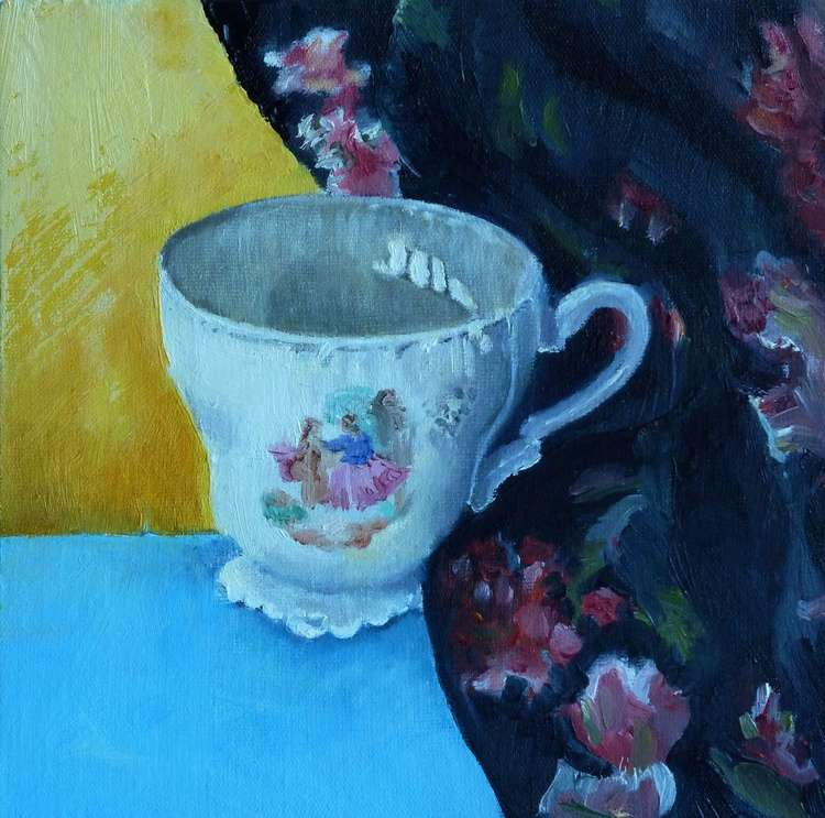 Coffee cup with black floral fabric - Image 0