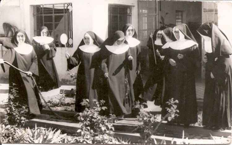 Nuns Just Want To Have Fun, 1958 • Herminio Lopez, Foto Estudio Viena • Ltd Edit. Silver Rag Print