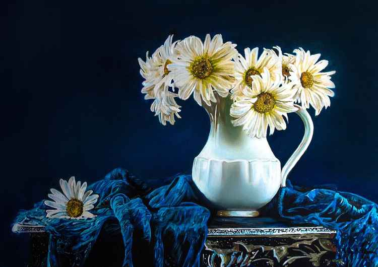 vase with white flowers -