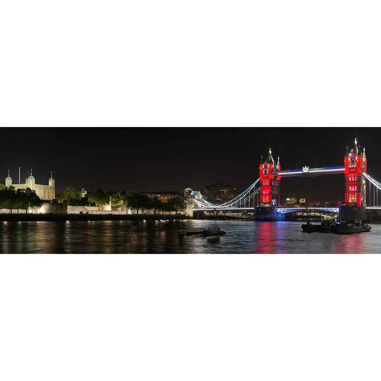 Tower Bridge in Red -