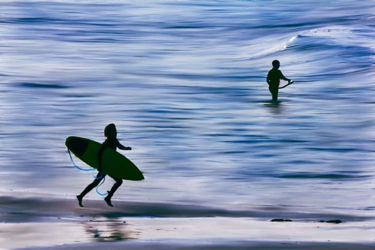 Surfer Skip - Image 0