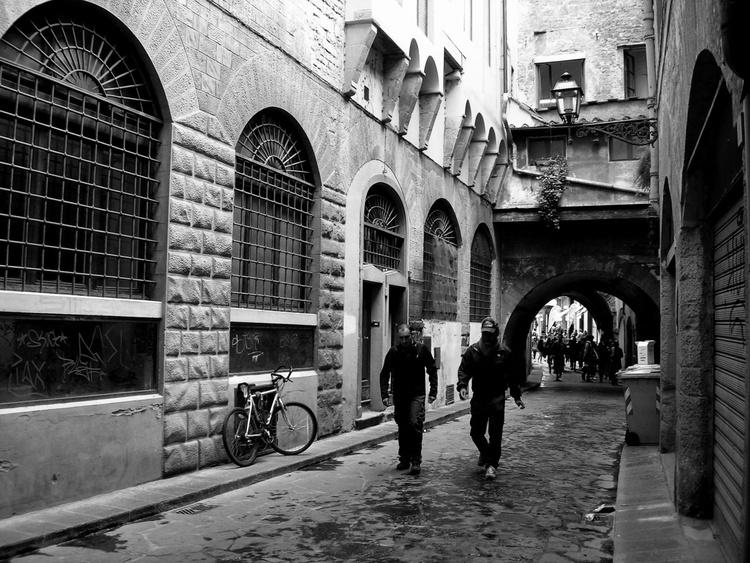 Walking in Florence - Image 0