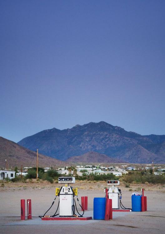 Dolan Springs, Arizona. (84x119cm) - Image 0