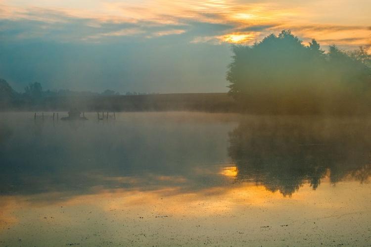 Dawn mist on the lake. - Image 0