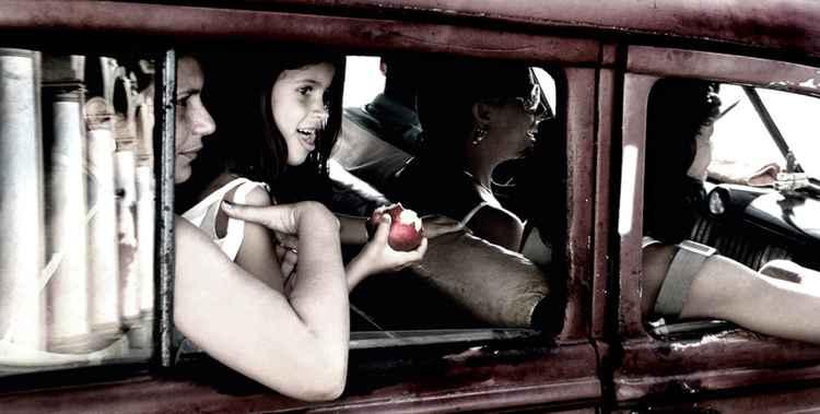 Apple Girl (120x60 cms)
