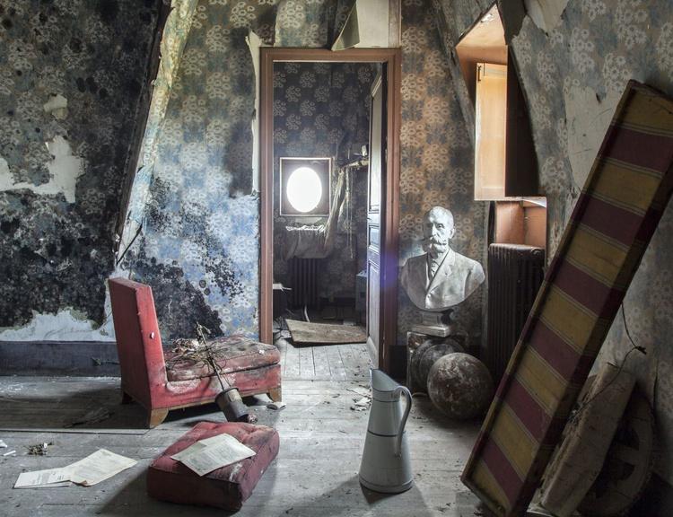 Abandoned house #4 - Image 0