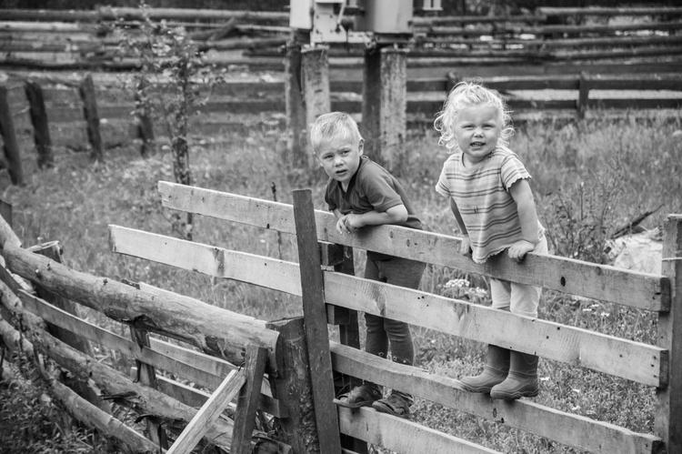 Children in a Carpathian village. - Image 0