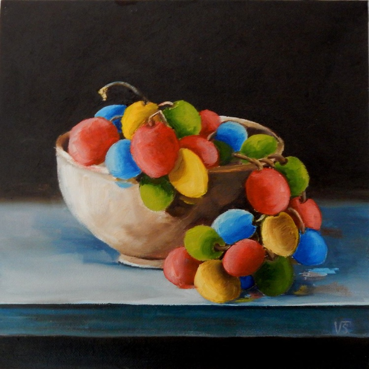 Colorful grapes in a bowl. Still life, 25x25cm - Image 0
