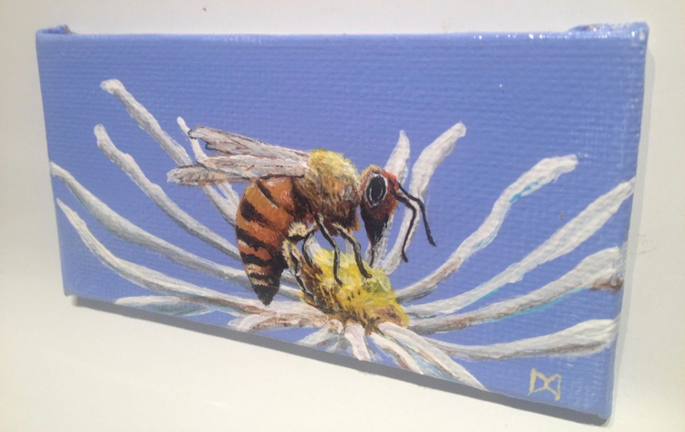 Bee on a Faded Daisy - Image 0