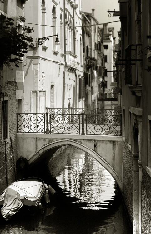 Venice with no one around - Image 0