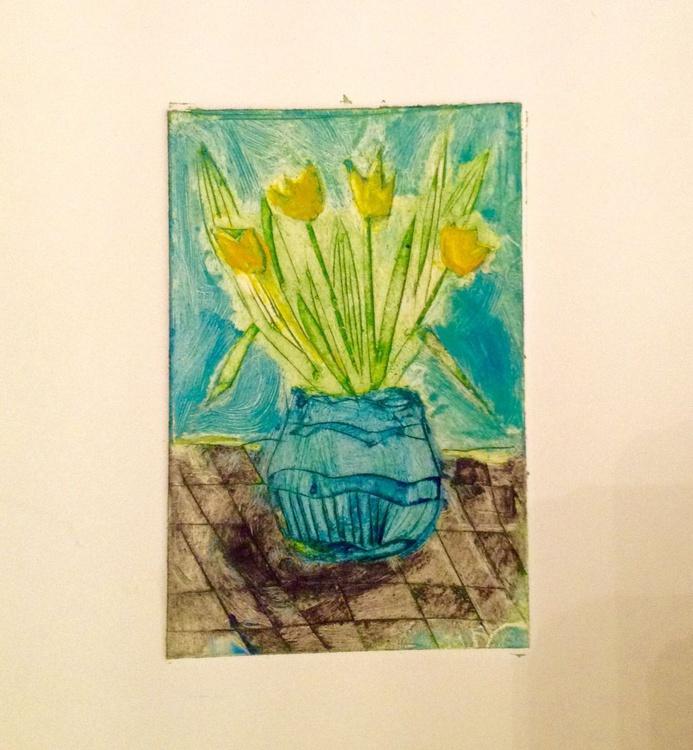 Parfum de Printemps: Yellow tulips in a blue vase - Image 0