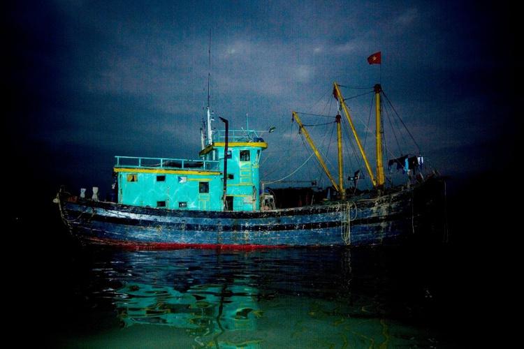 fishing boat in the dark#2 - Image 0