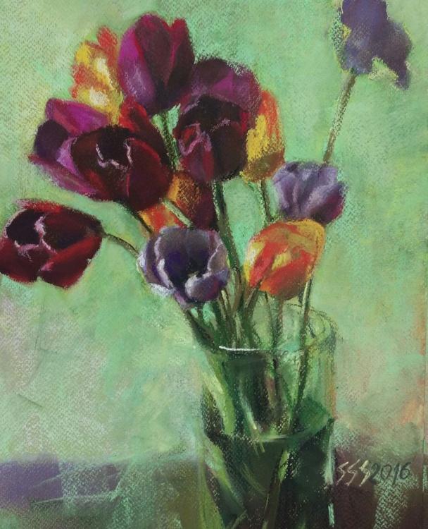 Tulips on green - Image 0