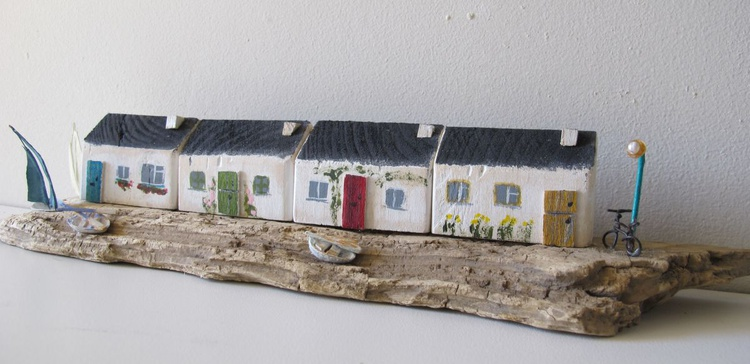 Driftwood street cottages by the coast - Image 0