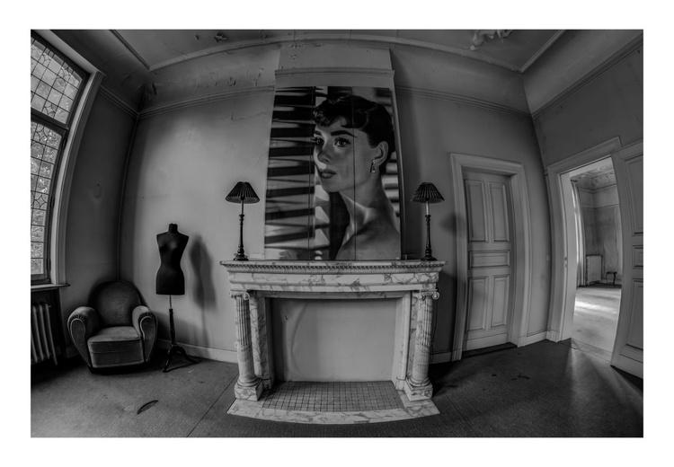Portrait Room - Image 0